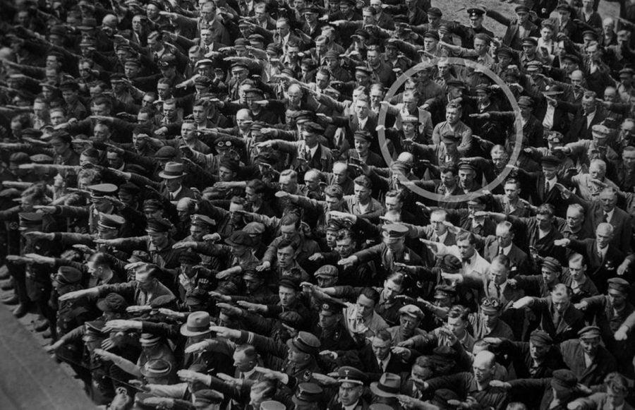L'occhio della fotografia nel passato: un attimo che può durare per sempre - August Landmasser
