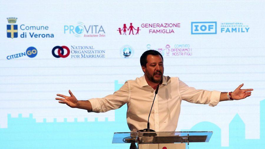 La vomitevole ipocrisia di Salvini, cita Orwell al Congresso mondiale delle famiglie