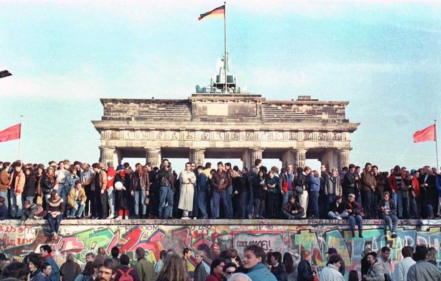 Il Muro di Berlino, trent'anni dopo: macerie e ostalgie