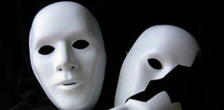 Dover apparire con una maschera crea barriere per una reale vita