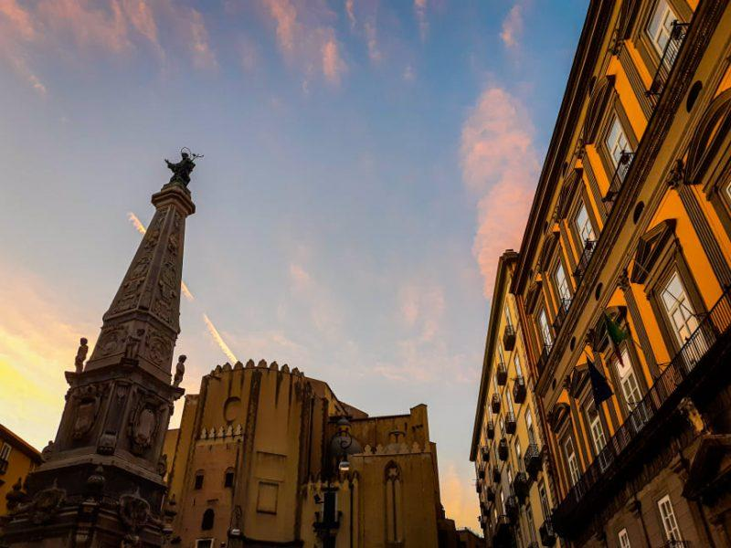 La guglia di San Domenico: il gioiello di una delle piazze più belle di Napoli
