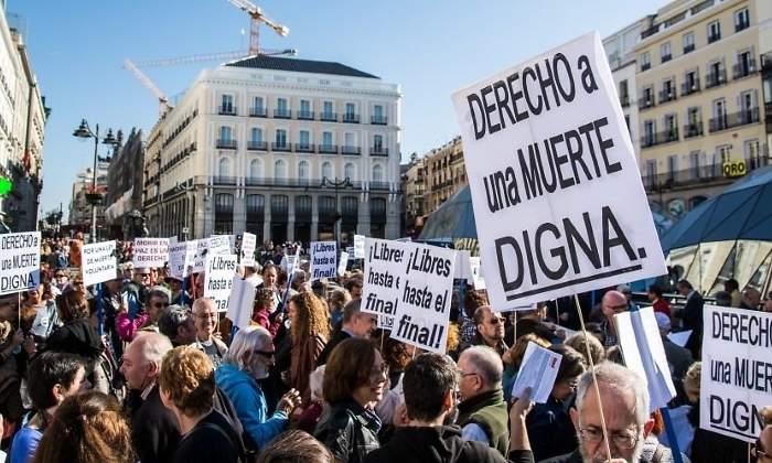 Eutanasia, la Spagna dà il via alla proposta di legge