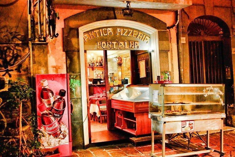 La più antica pizzeria del mondo: Antica Pizzeria Port'Alba