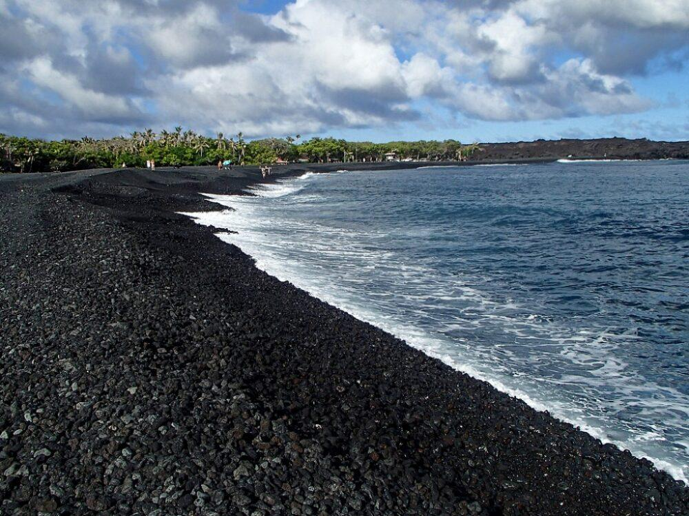 Plastica alle Hawaii: le spiagge tropicali non sono più quelle di una volta