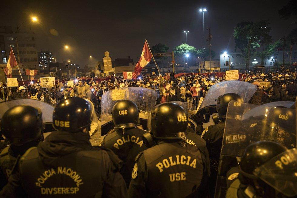 repressione manifestazioni Lima