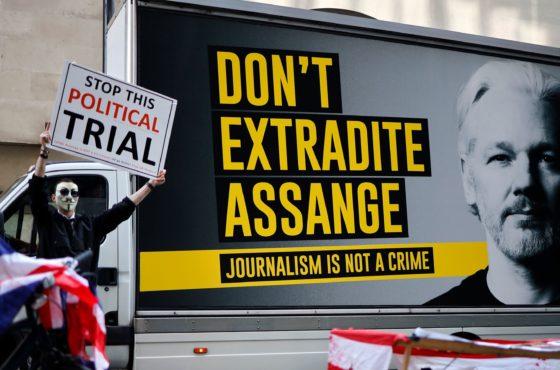 Abbiamo così a cuore la libertà di espressione? Allora tuteliamo Assange