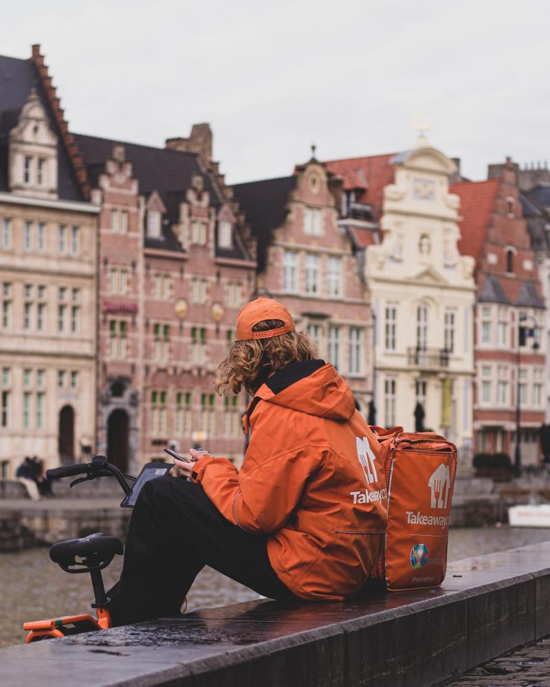 Piattaforme: Lavoratori amazon e riderPhoto by Edouard Gilles on Unsplash