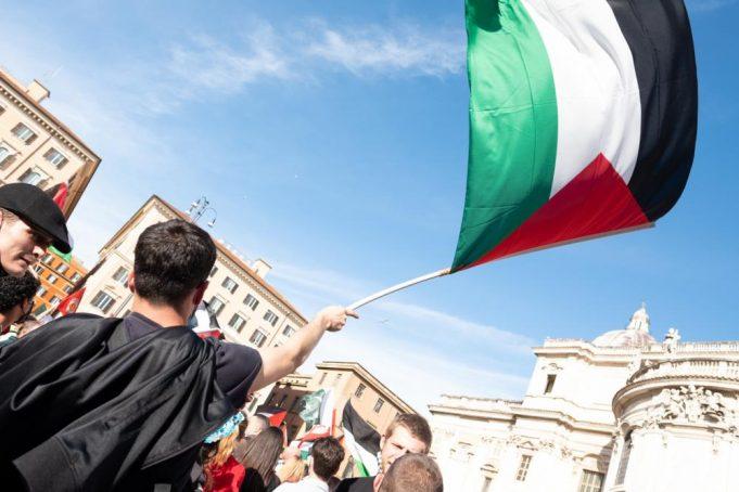 """""""Free Palestine"""", manifestazione a Roma per la Palestina"""