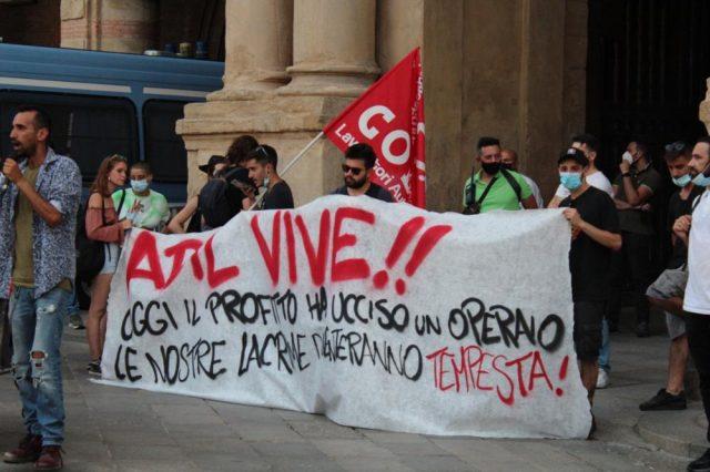 I padroni reprimono i lavoratori in sciopero: la polizia resta immobile