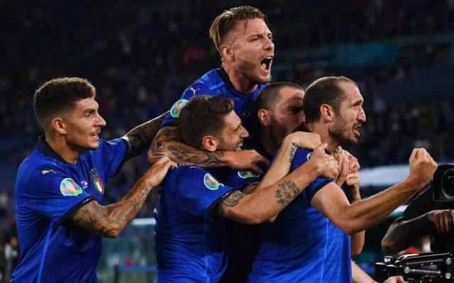 azzurri festeggiano vittoria svizzera