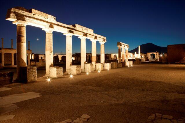Aperture notturne e visite speciali: il programma estivo di Pompei